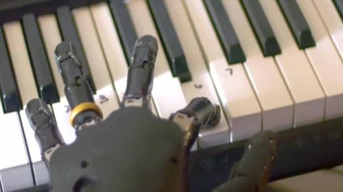 This Guy Can Control His Robotic Arm With His Mind And Play Piano - Nerdist