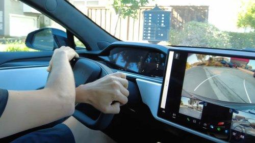 Neues Tesla-Lenkrad in der Praxis: Wehe, es kommt ein Kreisverkehr!