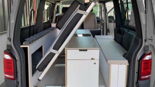 Jeder VW-Bus wird zum Camper: Riesiges Bett und geräumige Küche dank Knick-Trick