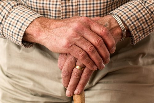 Inflammatory Proteins May Slow Cognitive Decline in Aging Adults - Neuroscience News