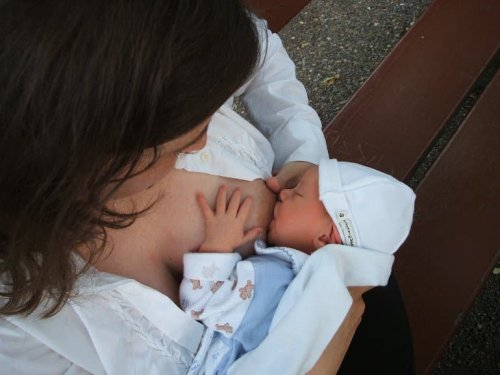 Breastfeeding May Help Prevent Cognitive Decline - Neuroscience News
