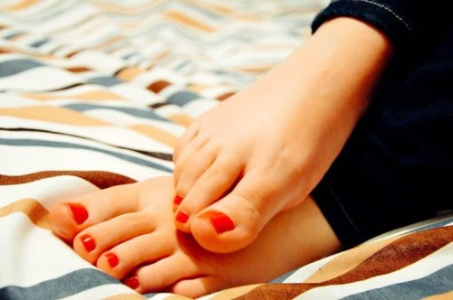 Burning and Tingling in Your Feet? You May Have Small Fiber Neuropathy - Neuroscience News