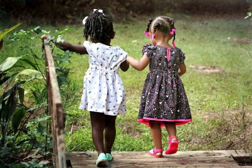 Spending Time in Nature Promotes Early Childhood Development - Neuroscience News