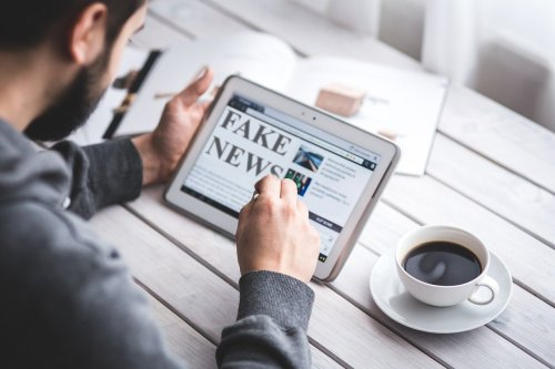 Who's More Susceptible to Believing Falsehoods? - Neuroscience News