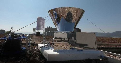 """""""Reverse solar still"""" keeps its cool to wring drinking water from air"""