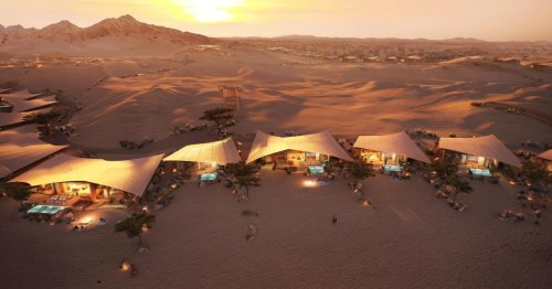 Foster + Partners' hardy luxury villas rise in the Arabian dunes