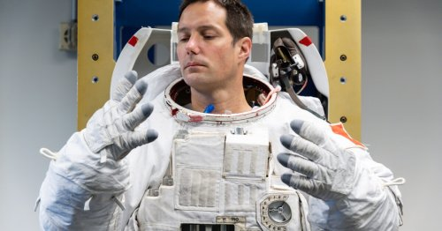 ESA seeks ways to make shared spacesuit underwear more hygienic