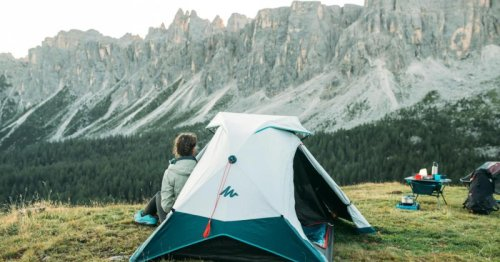 2 Seconds Tent opens with a ripcord, breaks down at push of a button