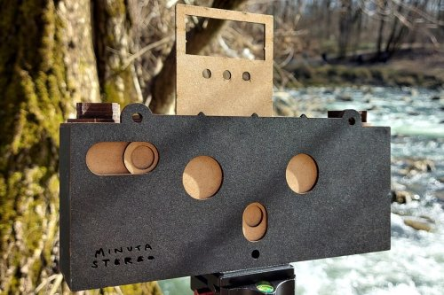 Retro wooden Minuta Stereo camera lets users take 3D photos