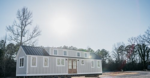 Huge mobile cottage provides spacious family living