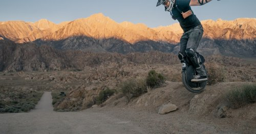 Off-road electric unicycle packs air-sprung suspension