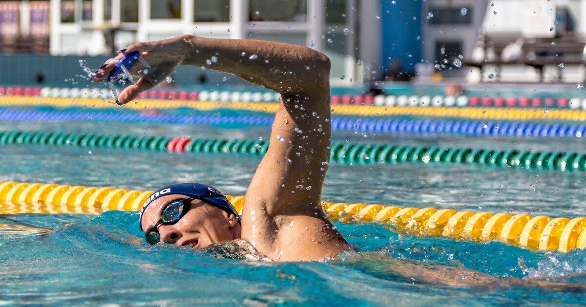 Sensor-packin' hand paddle assesses swimmers' strokes