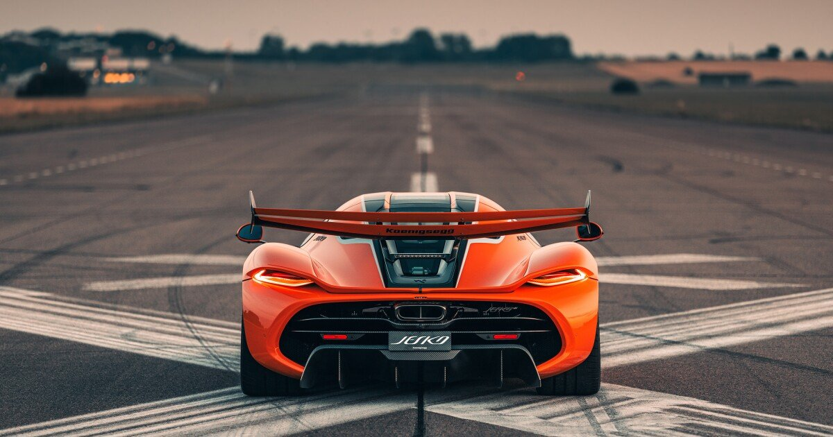 """Mr. Koenigsegg thrashes the Jesko """"megacar"""" and its remarkable gearbox"""