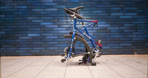 Collapsible tuck bike includes folding wheels