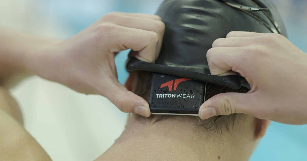 Swim wearable uses AI to track and improve performance