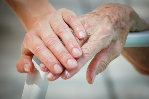 New immunotherapy fights aging symptoms by clearing out defunct cells