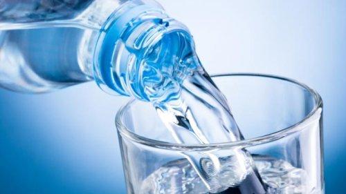 Stiftung Warentest im August 2021: Krebserregendes Benzol! DIESES natürliche Mineralwasser fällt im Test durch