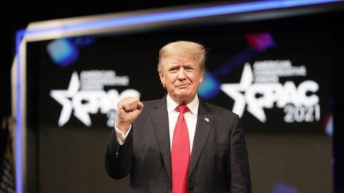"""Donald Trump sorgt für Empörung: Trump bezeichnet Kapitol-Mob als """"liebevolle Menschenmenge"""""""