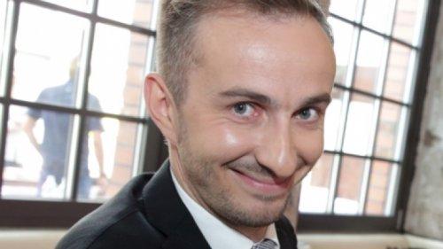 Jan Böhmermann privat: Familie, Herkunft, Kinder: So lebt er hinter seiner Satire-Maske