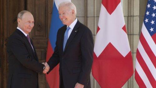 Joe Biden bei Gipfel-Treffen: Mit DIESEM Geschenk wickelte der US-Präsident Putin um den Finger