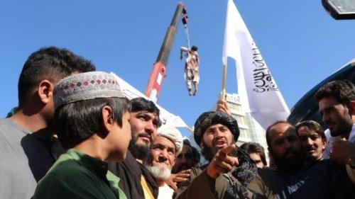 Taliban-Morde in Afghanistan: Terrormiliz knüpft Leichen von Mordopfern an Bagger