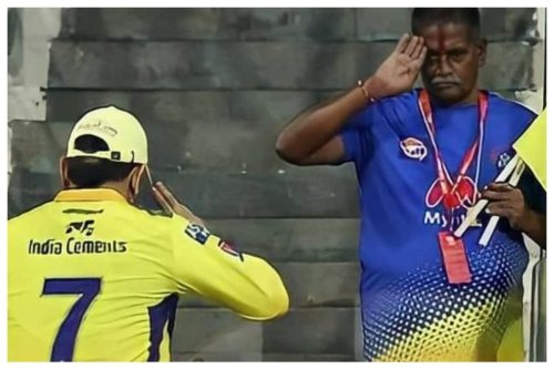 IPL 2021: MS Dhoni's Warm Gesture to CSK Staff Member Goes Viral, Fans Hail Thala