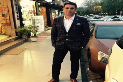 Navneet Kalra, Owner of Delhi's Khan Chacha Restaurant, Absconding in Alleged Oxygen Black Marketing Case