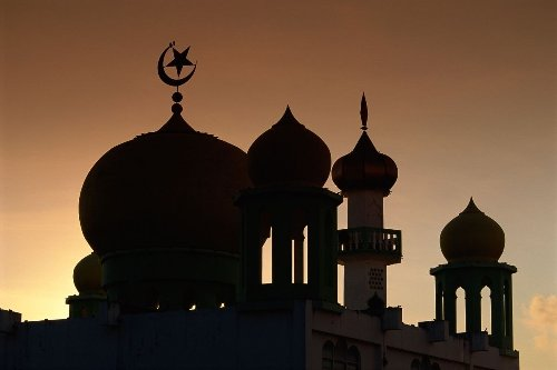 Mosque in England Draws Flak for Banning Women from Praying During Ramadan