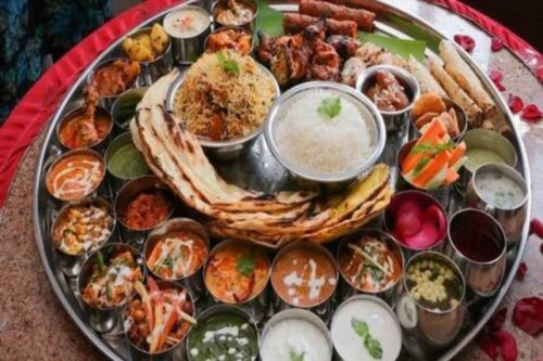 What The Fork: Kunal Vijayakar is No Vegetable Lover, But Thinks Gujarati Thali is the Perfect Meal