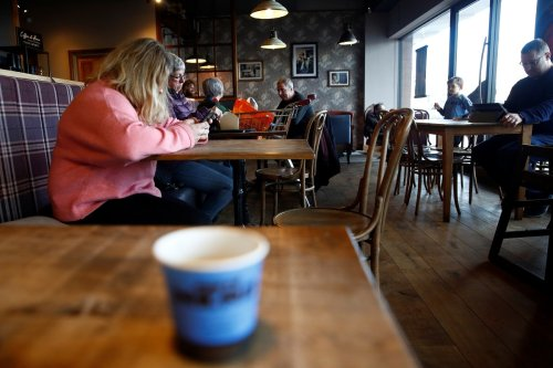 'People Like You Damage Small Businesses': Cafe Owner Slams Customer for 1-star Review