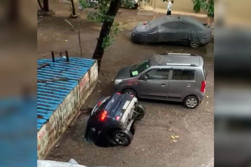 Shocking Video Shows Hyundai Venue SUV Drowning Inside a Well As Road Collapses in Mumbai