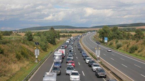 A7 bei Hannover: Sechs Autos krachen ineinander – Fahrbahn voll gesperrt