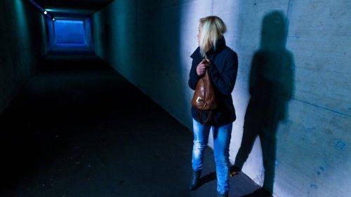 Salzgitter: Frau zu Fuß unterwegs – plötzlich wird es richtig ekelhaft