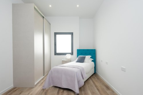 8 simple tips for making the most of a small bedroom