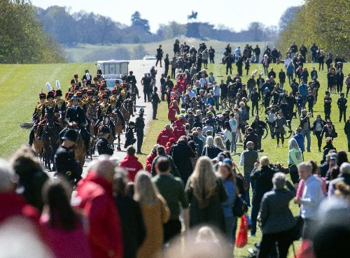 Royal fans defy 'stay away' warning to pay tribute to Philip in Windsor