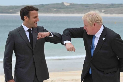 Macron 'waiting for Johnson's proposals' after PM tries to smooth tensions