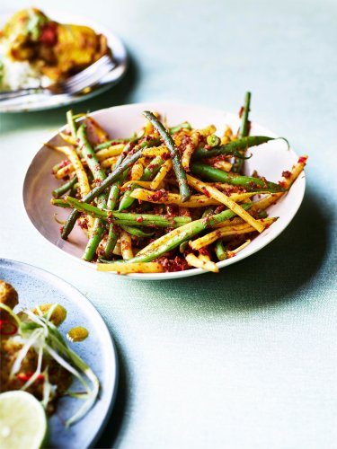 Spicy green beans recipe with chilli and garlic