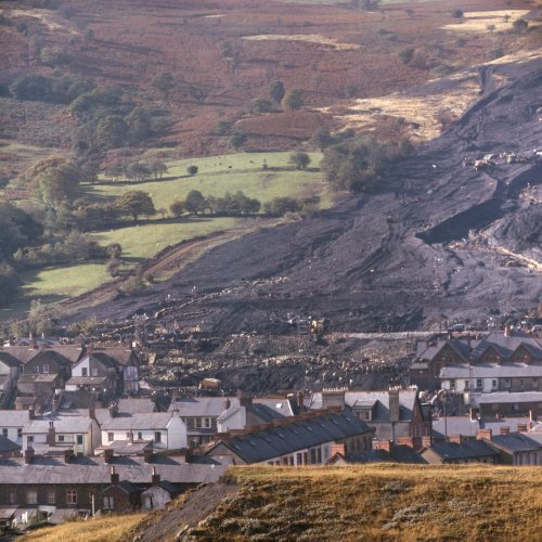 UK Government urged to help secure Wales's coal tips to avoid future disasters