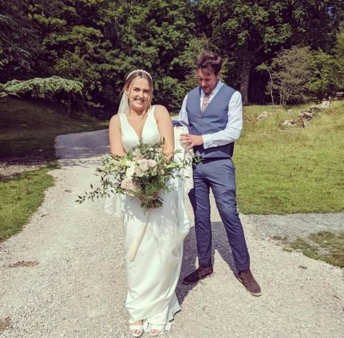 Bride 'over the moon' after volunteer diver finds wedding ring lost in lake