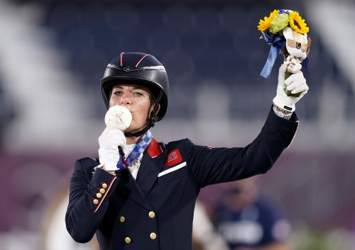Charlotte Dujardin: Mum delayed operation to watch record-breaking medal win
