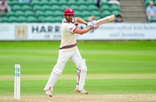 James Hildreth helps Somerset to five-wicket victory over Yorkshire
