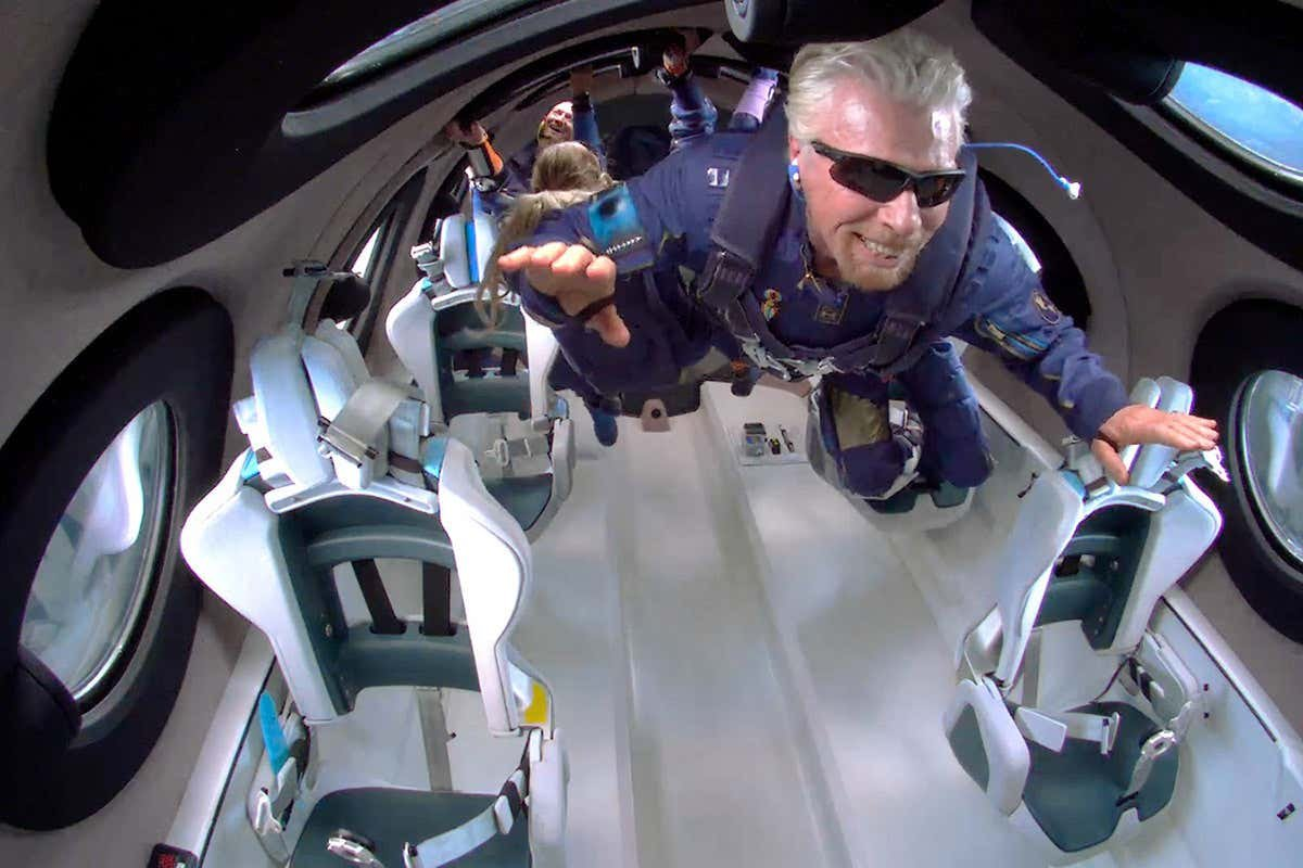 Richard Branson reaches the edge of space on Virgin Galactic flight
