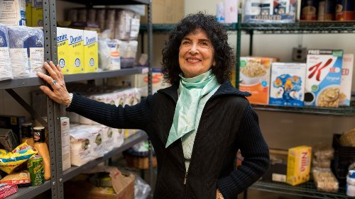 Kosher food pantry at synagogue serves people of all faiths