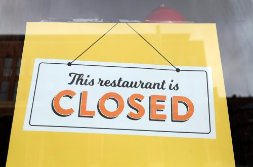 Restaurant signs claiming staff walking out are popping up across U.S.