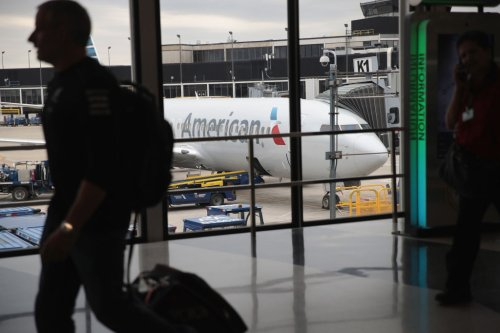 Skywest Airlines outage sparks delays, cancellations of hundreds of flights