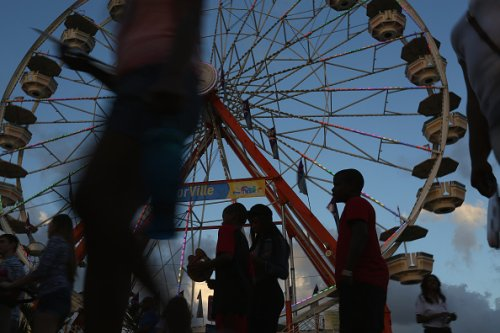 Florida man attacks Black mom at ferris wheel, gets beat down by onlookers in video