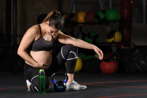 Heavily pregnant woman shocks people by weight training at the gym