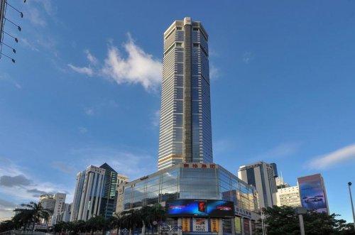 Skyscraper begins swaying, sparking mass panic as people flee
