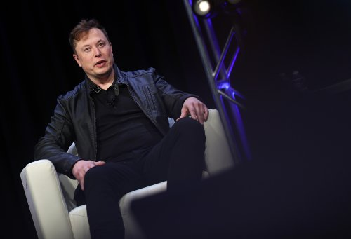 Elon Musk offers Russia some tips on reusable rockets after Roscosmos announces $880m space plan