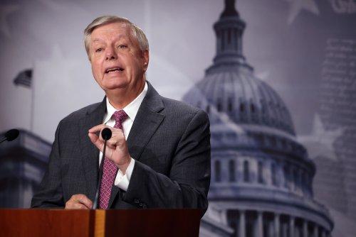 """Lindsey Graham defends horseback border agents, says border Is """"under siege"""""""